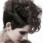 Best-Short-Haircuts-For-Curly-Hair-10