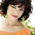 medium-hairstyles-for-women-with-wavy-hair